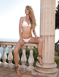 Jennifer Love naked in glamour KIPOJA gallery - MetArt.com