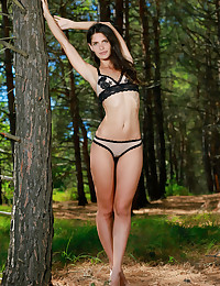 Yasmina bare in glamour SENOAN gallery - MetArt.com