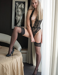 Susann nude in glamour VELENA gallery
