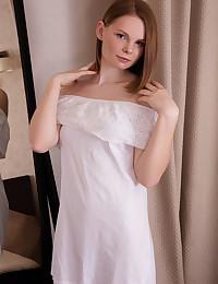 Mavey nude in erotic PRESENTING MAVEY gallery - MetArt.com