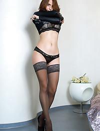 Dakota Pink bare in glamour FAVORITE LACE gallery