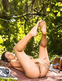 Lilian A bare in erotic APPLE PICKING gallery - MetArt.com