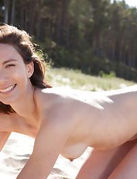 Erotic Bombshell - Naturally Beautiful Amateur Nudes