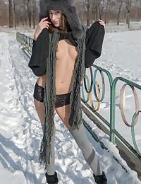 Erotic Bombshell - Naturally Beautiful Fledgling Nudes