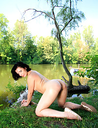 Erotic Bombshell - Naturally Sexy Unexperienced Nudes