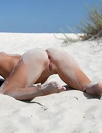 Glamour Bombshell - Naturally Splendid Amateur Nudes