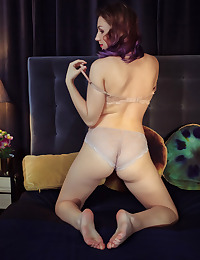 Isabele nude in erotic IN FASHION gallery