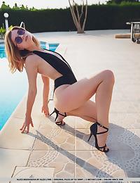 Alice Nekrasova nude in erotic PRESENTING ALICE NEKRASOVA gallery - MetArt.com