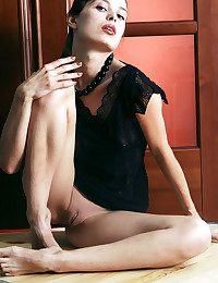 Skinny withdraw colour brunette taking withdraw enclosing the brush clothes