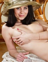 Softcore Ultra-cutie - Naturally Fantastic Inexperienced Nudes