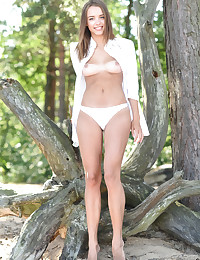 Maxa nude in erotic PRESENTING MAXA gallery - MetArt.com