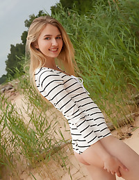 Lia Kate bare in glamour Introducing LIA KATE gallery - MetArt.com
