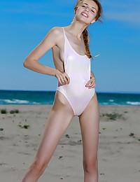 Elle Suntan bare in glamour TIDENA gallery - MetArt.com